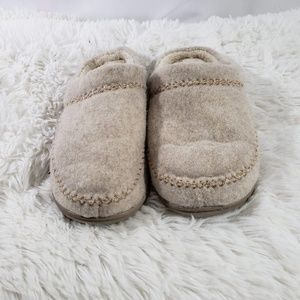 06f4f32e0c8 Women Felt Shoes And Slippers on Poshmark